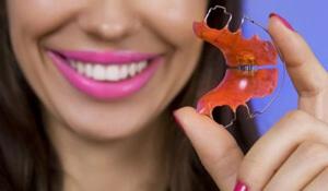 сколько нужно носить пластины для выравнивания зубов?