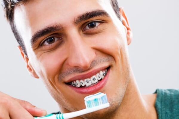 Основные правила чистки зубов с брекетами
