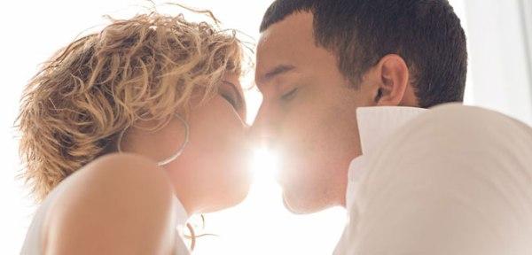 Каково целоваться с брекетами на зубах