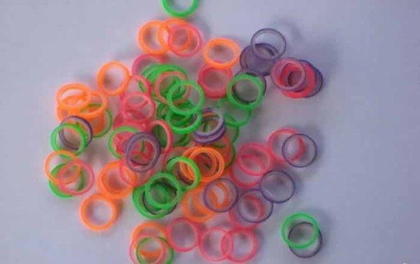 Керамические брекеты с цветными резинками фото