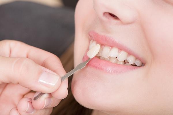 Удаление молочного зуба во взрослом возрасте
