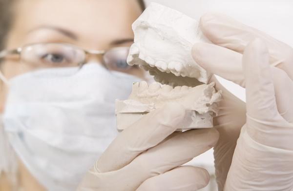 Как и зачем проводится дистализация моляров