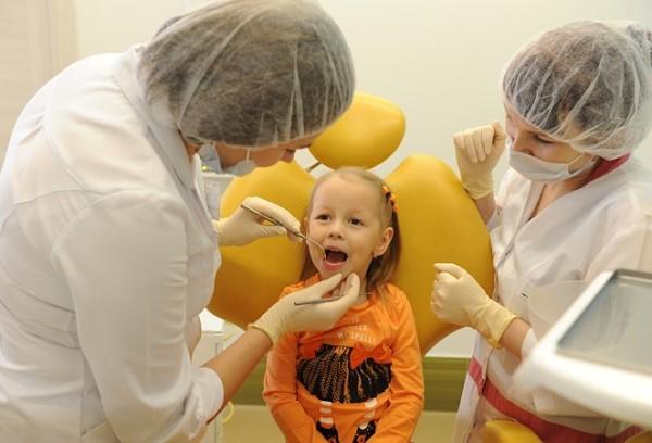 Когда требуется консультация ортодонта и с какого возраста