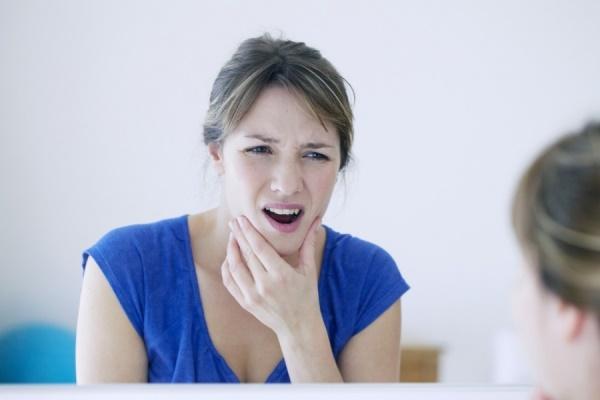 Опасно ли, если щелкает челюсть при жевании