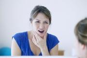 Почему щелкает челюсть при жевании